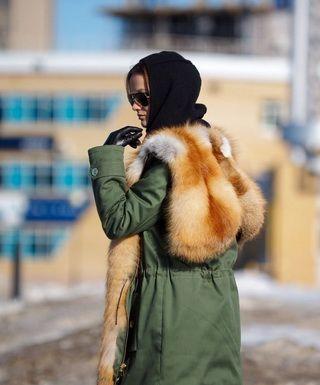 Красивые женские куртки с мехом лисы