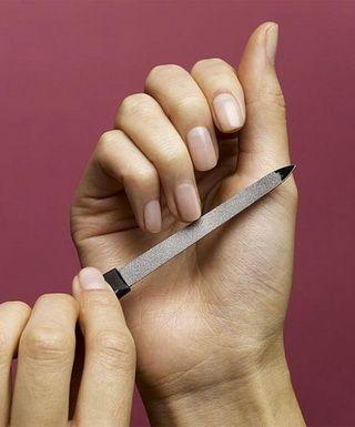 Ломкие ногти — лечение и уход