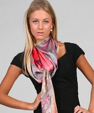 Шелковый платок: самый модный аксессуар весны