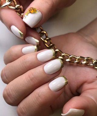 Френч с золотом: стильный дизайн ногтей