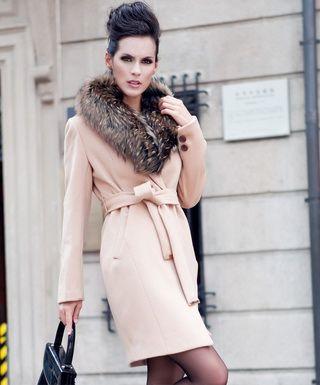 Модели женских пальто с меховым воротником