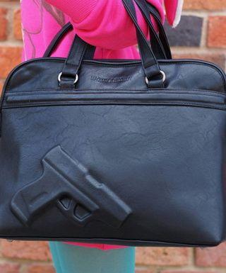 Такое загадочное содержимое дамской сумочки