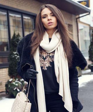 Шарфы к курткам: модные образы