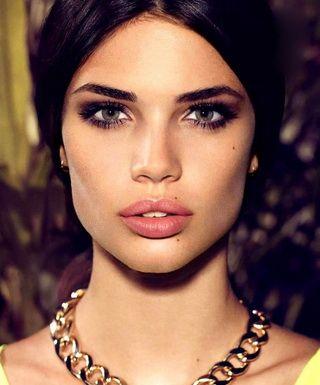 Эффектный макияж без визажиста: акцент на глаза