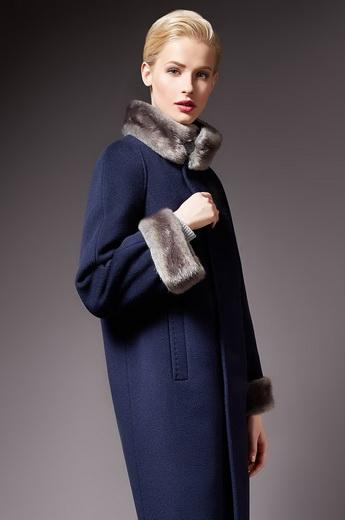 059b817a780 Зимние женские пальто с меховым воротником  фото модных фасонов с ...