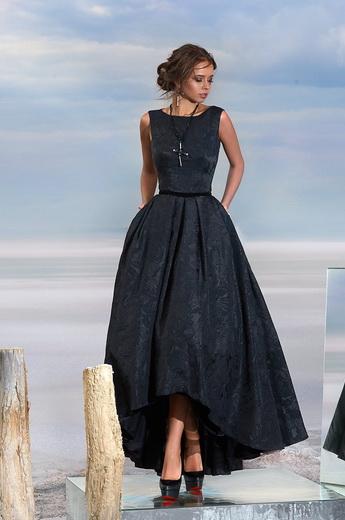 f1eb2267d41 Прически под длинное платье и укладки для вариантов мини – в каждой  ситуации уместен конкретный вариант